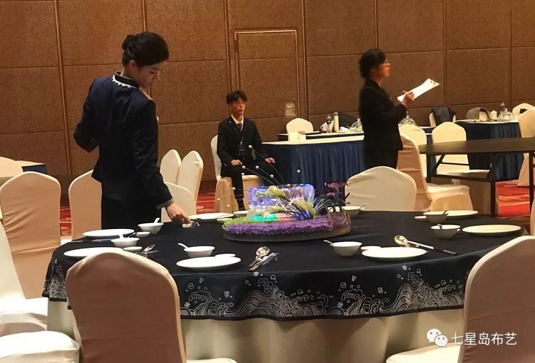 中餐摆台比赛选手